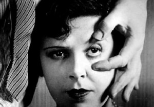 Un Chien Andalou - slicing up eyeballs